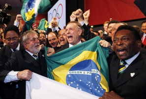 President Lula, COB president Carlos Arthur Nuzman and Pelé celebrate as Rio wins its 2016 bid
