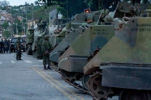 Navy tanks parked near Complexo do Alemão