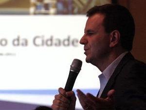 Mayor Eduardo Paes introduces the Conselho do Legado | Photography by Beth Santos/Divulgação