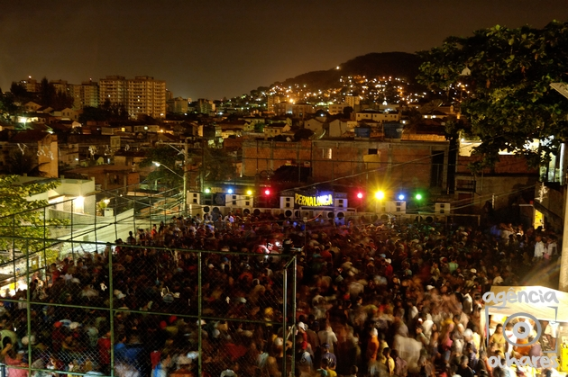 An outdoor baile funk in unpacified Complexo do Lins, North Zone
