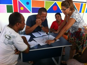 Maria Eugenia Carmo, representing Morar Carioca on behalf of the city government, met with leaders of Group 16 favelas on March 9.