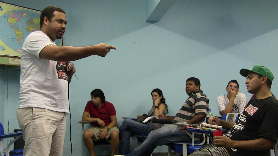 Favela resident speaking at debate. Photo by Leon Diniz.