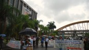 Vila Autódromo residents protest in front of City Hall last Thursday