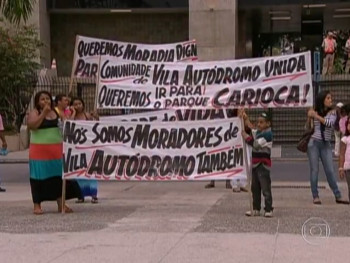 Residents had been taken by the City to protest. Image from Globo TV