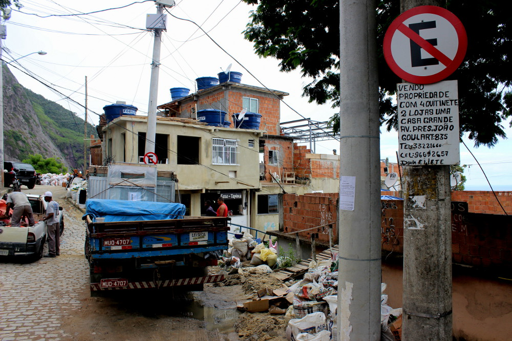 Construction work Alto Vidigal Photo by Patrick Isensee