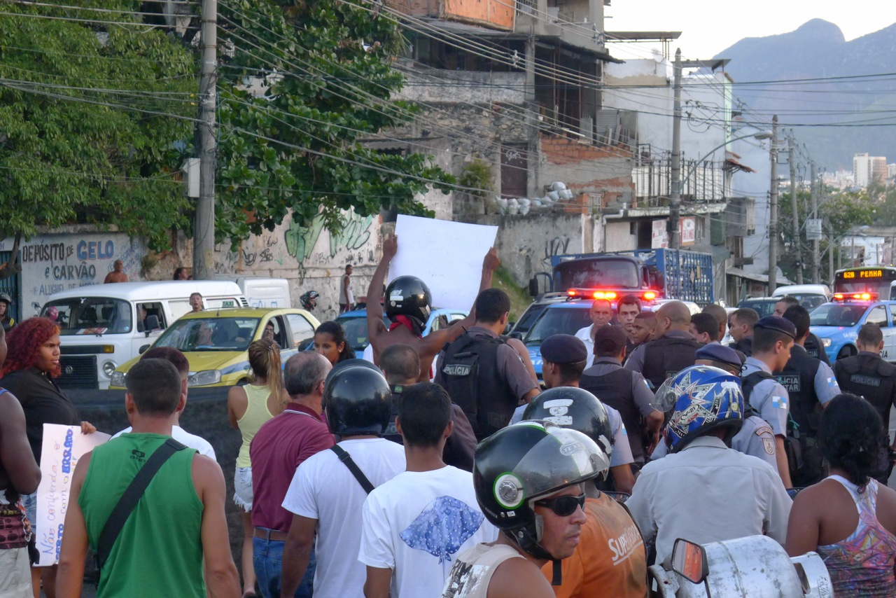 Residents and UPP police. Photo by Charlotte Livingstone