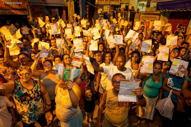 Protest in Santa Marta against abusive billing. Photo by Tandy Firmino