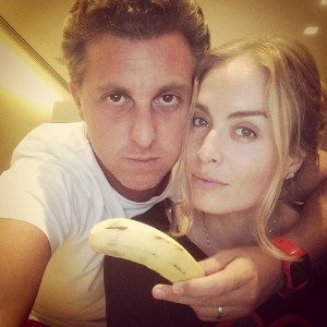 TV presenters Luciano Huck and Angélica pose with a banana in a photo posted on Facebook with the hashtag #WeAreAllMonkeys