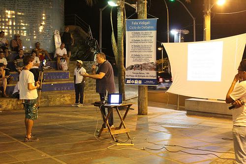 Teacher Fábio de Barros Pereira speaks