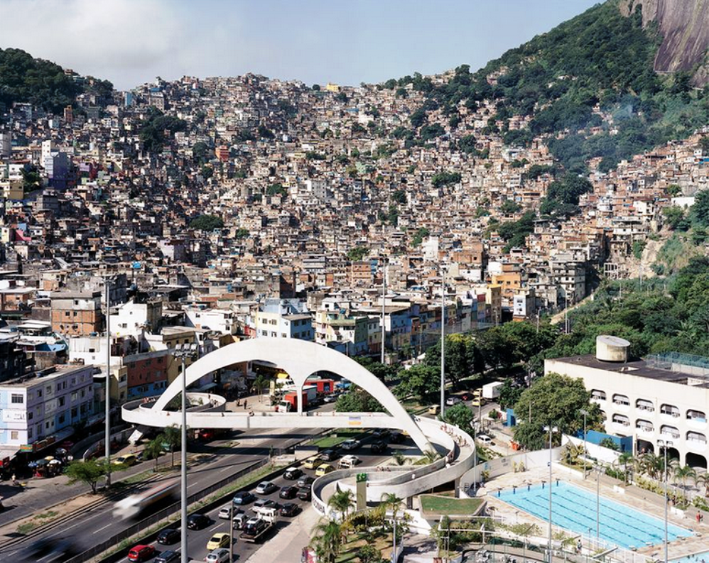 Rocinha, and the footbridge designed by Oscar Niemeyer and built as part of the PAC