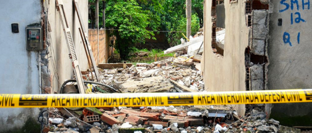 Ruins and a marked home in Vila Autódromo, photo from Catalytic Communities flickr
