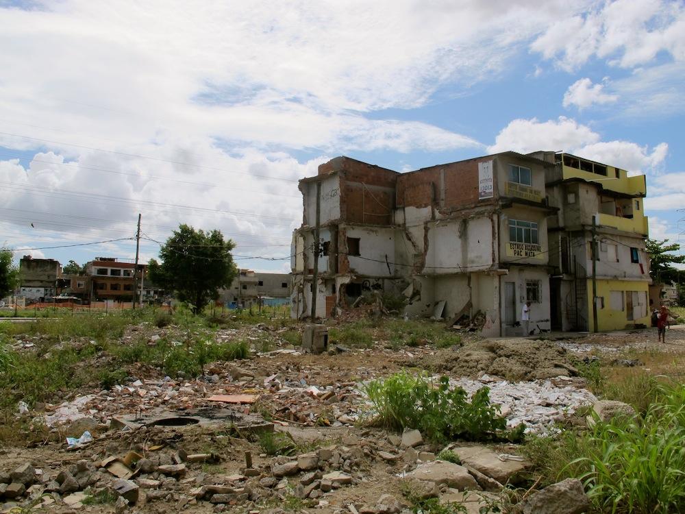 Oito-casas-restam-e-aguardam-indenizações-das-remoções-de-Manguinhos