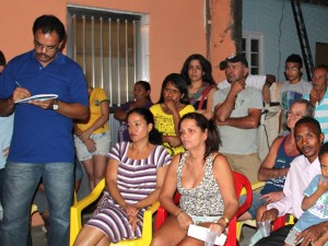 Robson takes notes Vila União