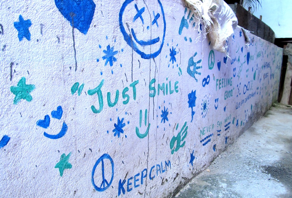 Santa Marta 'just smile' wall