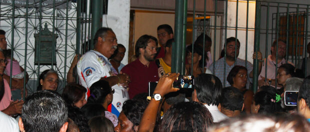 The crowd grew angry during Barra representative Alex Costa's speech. Zezinho at his side.