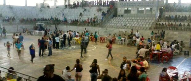 Nova Tuffy residents in Olaria Atlético Club for registration. Photo courtesy of Jornal Alemão de Notícias.