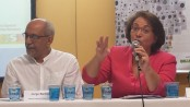 Jorge Barbosa, Observatório de Favelas coordinator, and Minister of Human Rights Ideli Salvatti at the report launch.