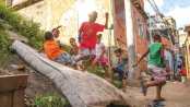 Travessa Sonora youth at play without a playground