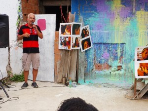 Alan Brum Pinheiro addresses the residents of Complexo do Alemão at ReintegrAÇÃO, an event held on January 31.