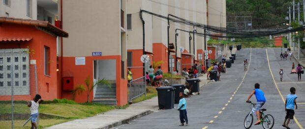 Minha Casa Minha Vida condominiums in Guadeloupe, in Rio's North Zone. Photo by Tomas Silva / Agência Brasil