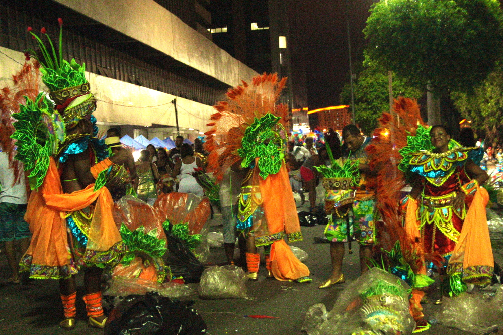 Dancers in Beija-Flor put on their remaining costume pieces.