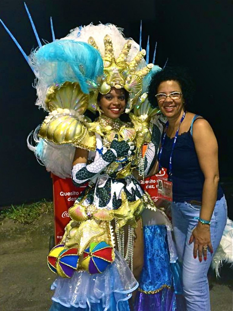 Roberta poses with her aunt right after GRES Portela parade.