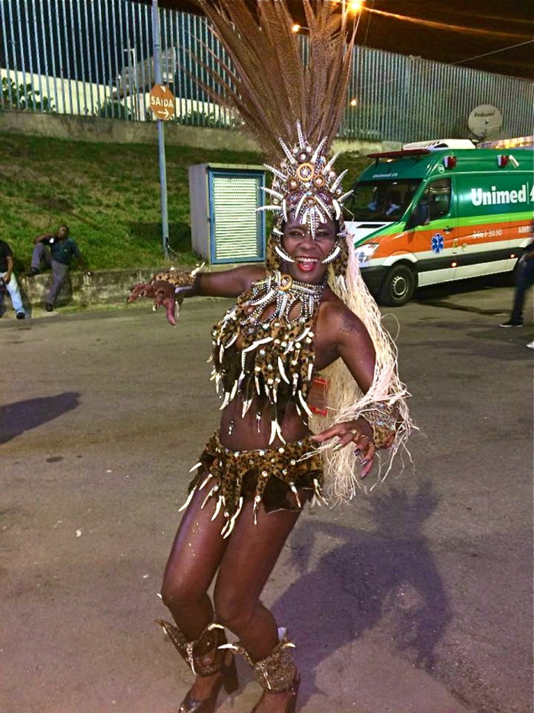 Monica makes a fierce pose, she is dressed to support Beija Flor's theme honoring Equatorial Guinea.