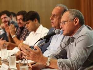 In March 2015, Governor Pezão named Public Security Secretary José Mariano Beltrame as head of the commission. Photo from www.upprj.com