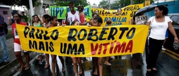 Demonstration in Manguinhos for justice in memory of Paulo Roberto. Photo by Rafael Daguerre