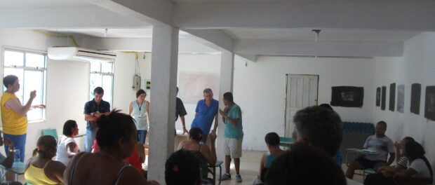 Meeting between Vidigal residents and CEDAE public servants to discuss water shortage.