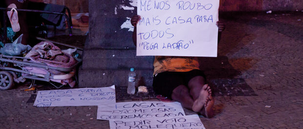 """""""Less stealing, more housing for all,"""" reads the sign by a CEDAE occupier. Photo: Katja Schilirò"""