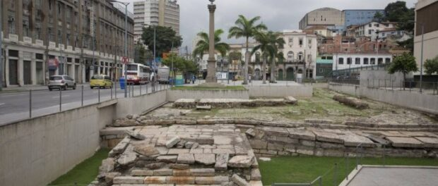 Ruins at the site of the primary disembarkment of slaves in Rio: large influx of slave ships from 1758 to 1831 and periods of less activity were studied by Emory University - Agência O Globo / Márcia Foletto