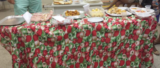 Women offered breakfast to people who attended the meeting.
