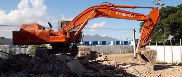 Bulldozer in Vila Autódromo