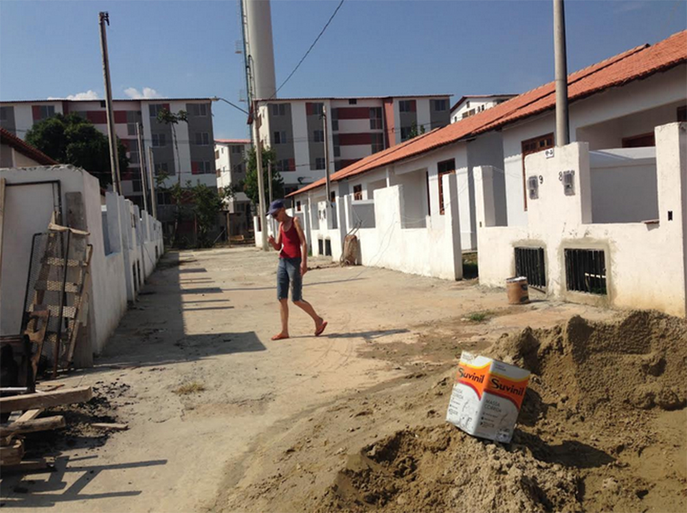 Just behind Esperança is a Minha Casa Minha Vida housing complex.