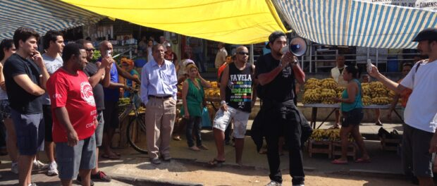 Raull Santiago speaking at the #TáTudoErrado protest