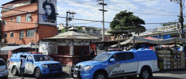 Military Police vans in Maré