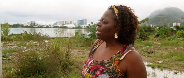 Heloisa Helena wants to dedicate her retirement to saving the polluted Lagoon she called home and to rebuilding her Candombé center in the portion of Vila Autódromo that will be preserved