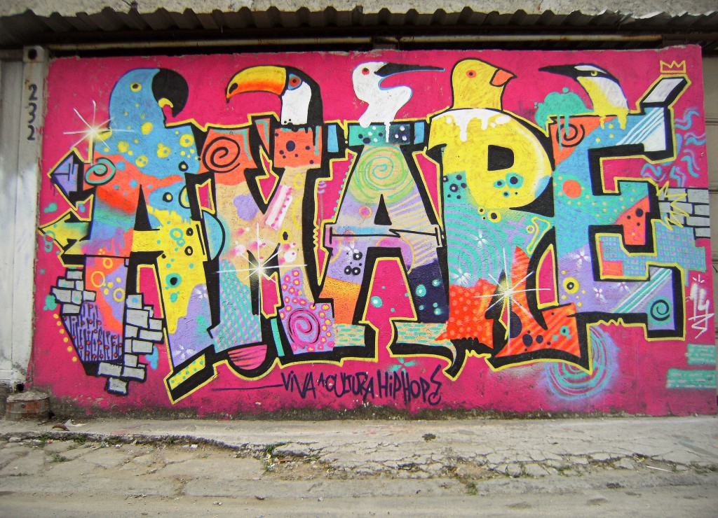Graffiti wordplay of 'love' (amar) and 'Maré'.