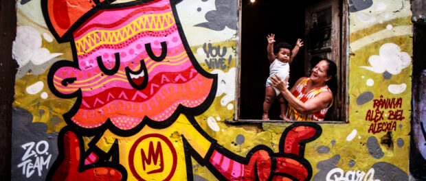 Meeting of Favela 8 – one of the world's biggest graffiti events, at Vila Operária, Duque de Caxias, which featured a mutirão (day of collective action) by hundreds of artists. Photo by Paulo Barros, December 1, 2013.