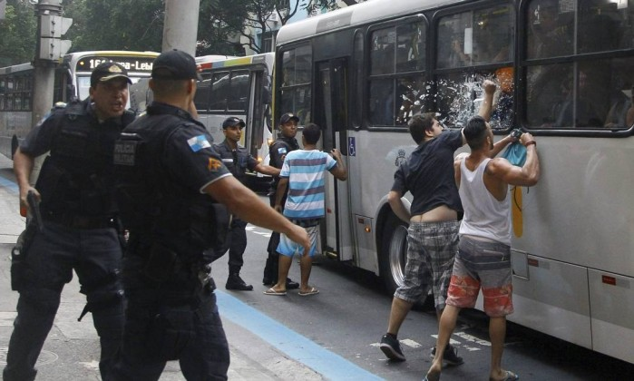 Segregration, Vigilantism & Protest: Responses to Rio's Beach Robberies - RioOnWatch