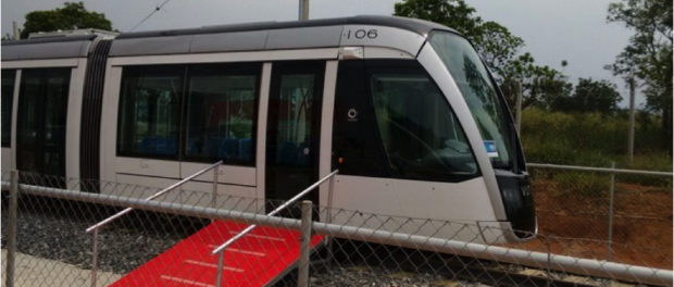 The light rail, or Veículo Leve sobre Trilhos (VLT), is still preliminary test phases. Photo credit: Nicole Melhado, G1