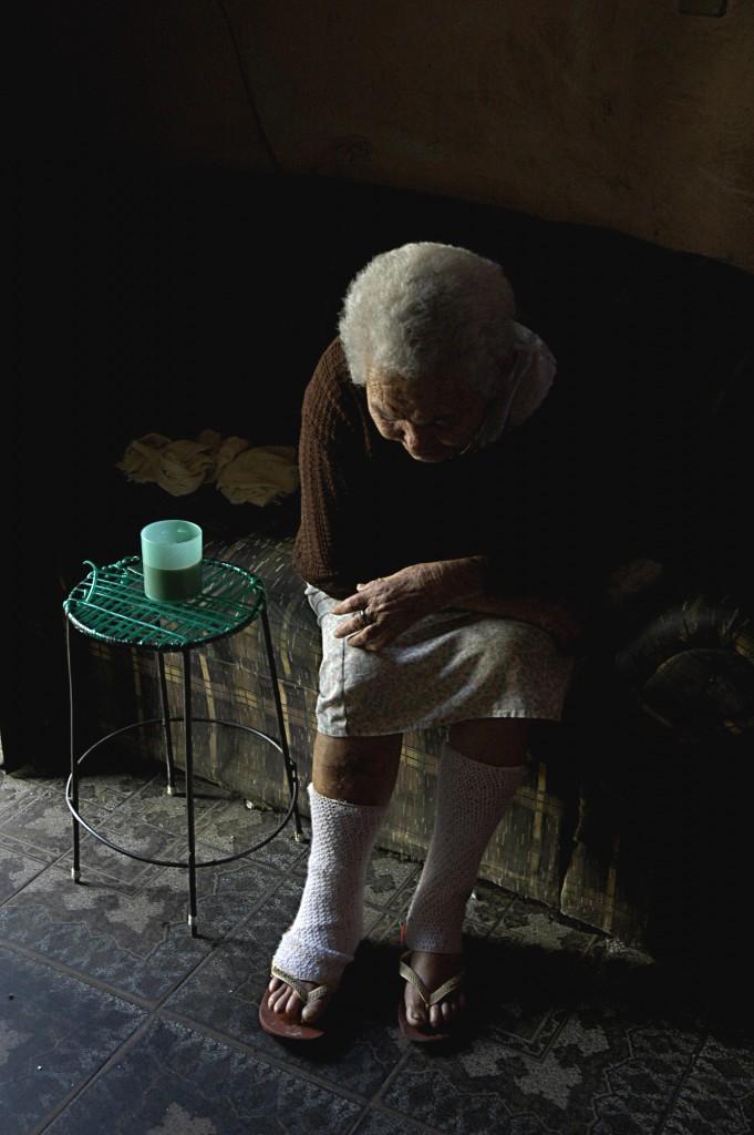 "Francisco Valdean, ""Iracema, Baixa do Sapateiro resident"" – portrait of an elderly at home, still from Maré."