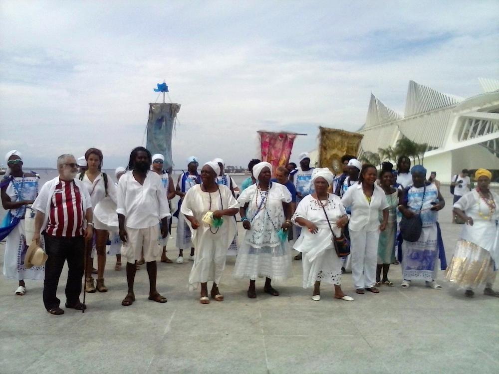 Procession arrives at Praça Mauá
