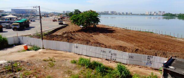 New wall blocks community access to the lagoon.
