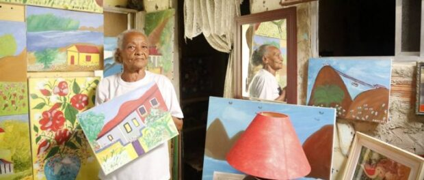 Tuca, at home, surrounded by her paintings: she also is talented in theater and music. Photo by Fabio Rossi/Agência O Globo