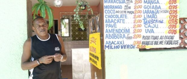 Luizinho organized parties in the 1990s; today, he sells popsiclesfrom his home. Photo by Fabio Rossi/Agência O Globo