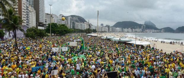 Protest in Copacabana on March 13. Photo by Tânia Rêgo/Agência Brasil