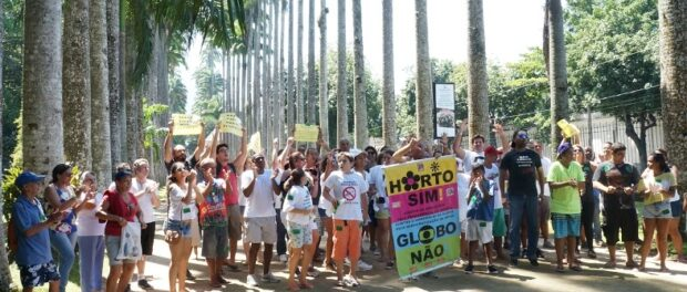 Horto protesting inside the Botanical Gardens