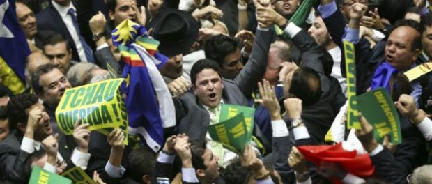 Members of congress celebrate the vote for impeachment. Image by Ag. Brasil